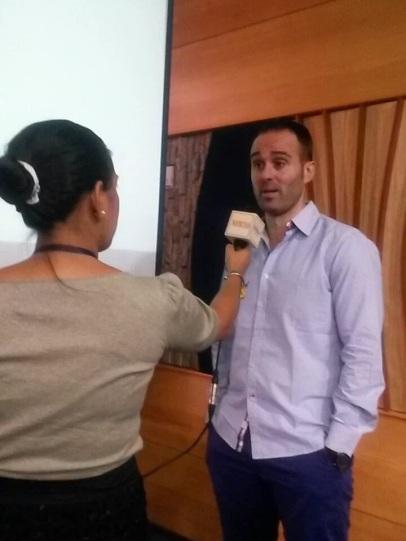 foto entrevista universidad central ecuador